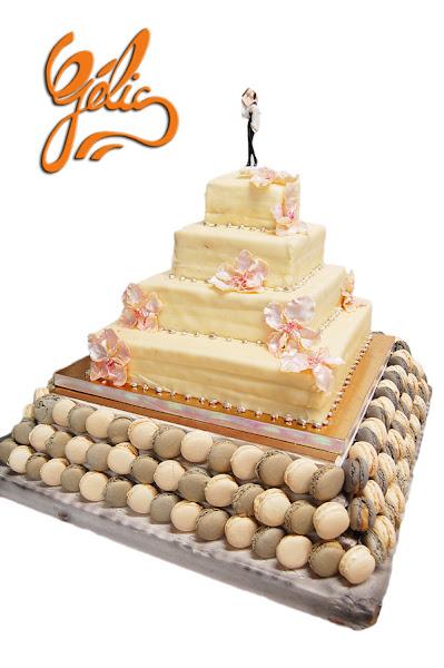 weddin-cake-macarons-blanc-argent-ptt.jpg