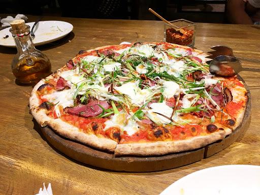 推薦三星蔥鴨肉pizza跟火腿芝麻葉pizza 好吃