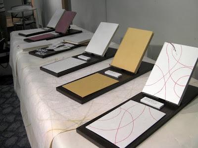 大阪産業創造館でのトラディショナルクールフェアの出展風景。和紙商小野商店のブースでは和紙製の丸背上製本ノートを出展