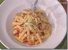 Insalata di pasta con petto di pollo, zucchine e ricotta salata