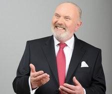 David Norris, candidato homosexual a la presidencia irlandesa que abandona por apoyar a un violador pedófilo