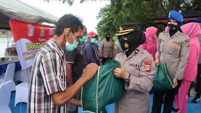 Bhayangkari dan Polwan Polda Aceh Bantu nelayan
