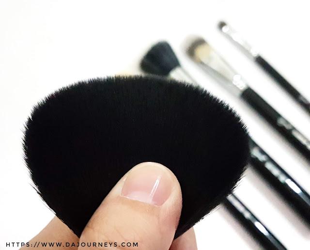 Review F30 Large Powder Brush dari Sigma Beauty