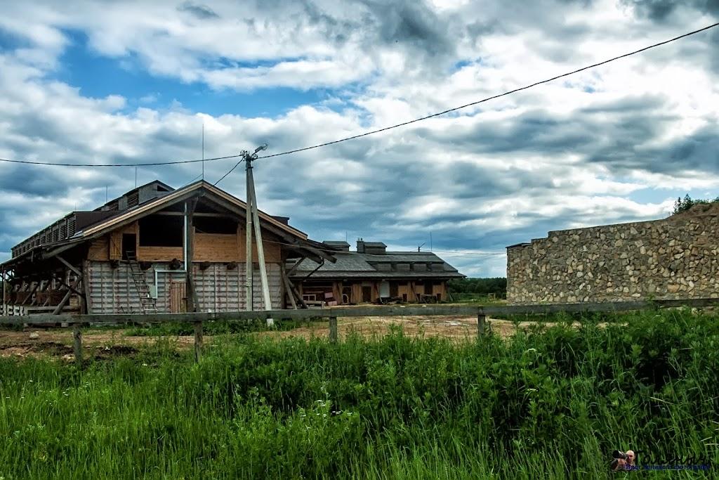 Поселок Льва Толстого - это уже новостройки частного предприятия. Но так, как мне сказали, что не только фотографировать нельзя, но и мое нахождение на территории нежелательно, то и писать об этом не буду.