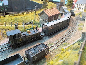 Photo: 122 No, 761 Taw on the passenger service pauses at the passing station of Brinscott, on its way to Ilfracombe East .
