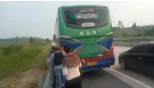 Dicurigai Membawa Narkoba dan Sempat Kejar-Kejaran, Polisi Amankan Bus di JTTS