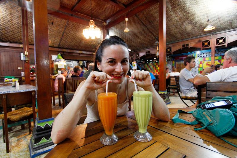 Los zumos de frutas del restaurante Supermanda de Yogyakarta