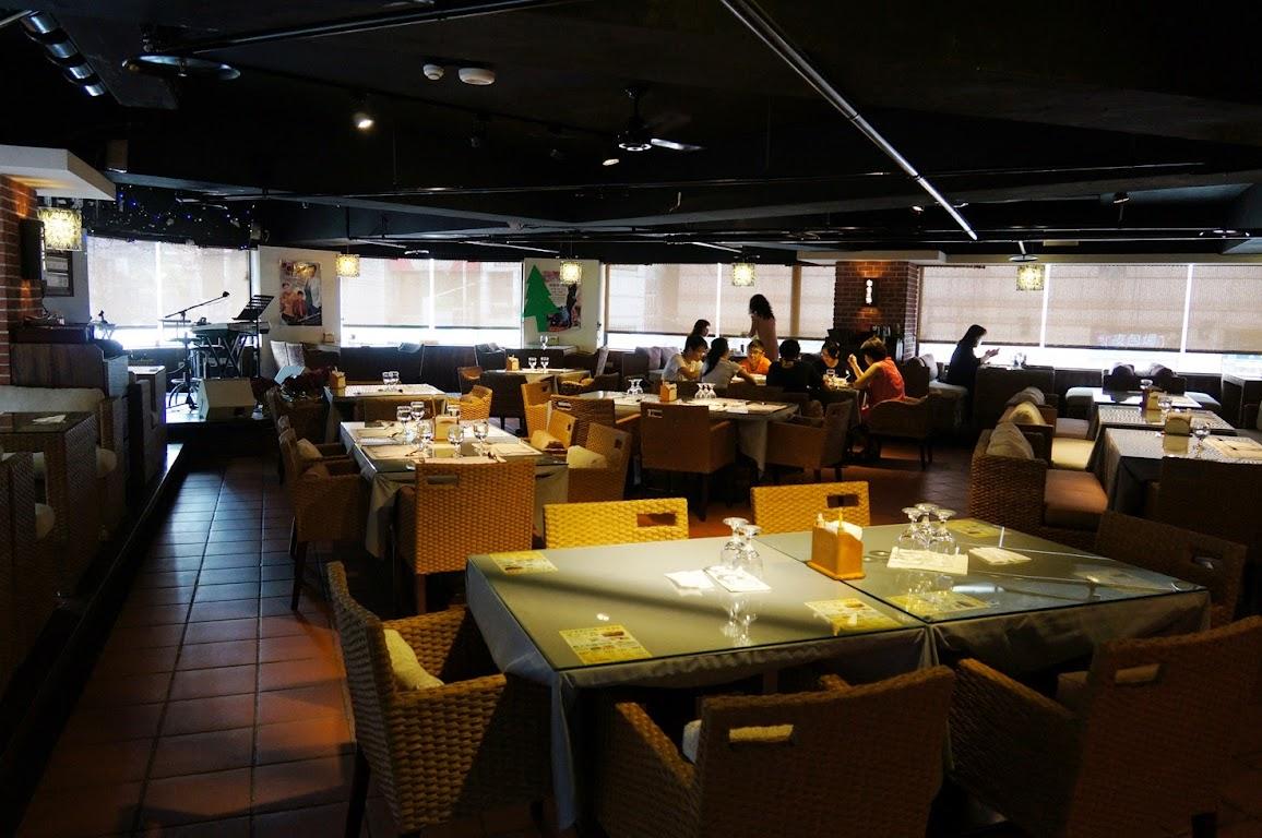 板橋音樂餐廳-現場Live演唱的【街角二號音樂主題餐廳 】