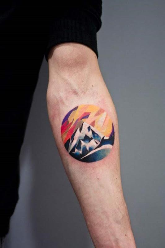 Este colorido antebraço tat