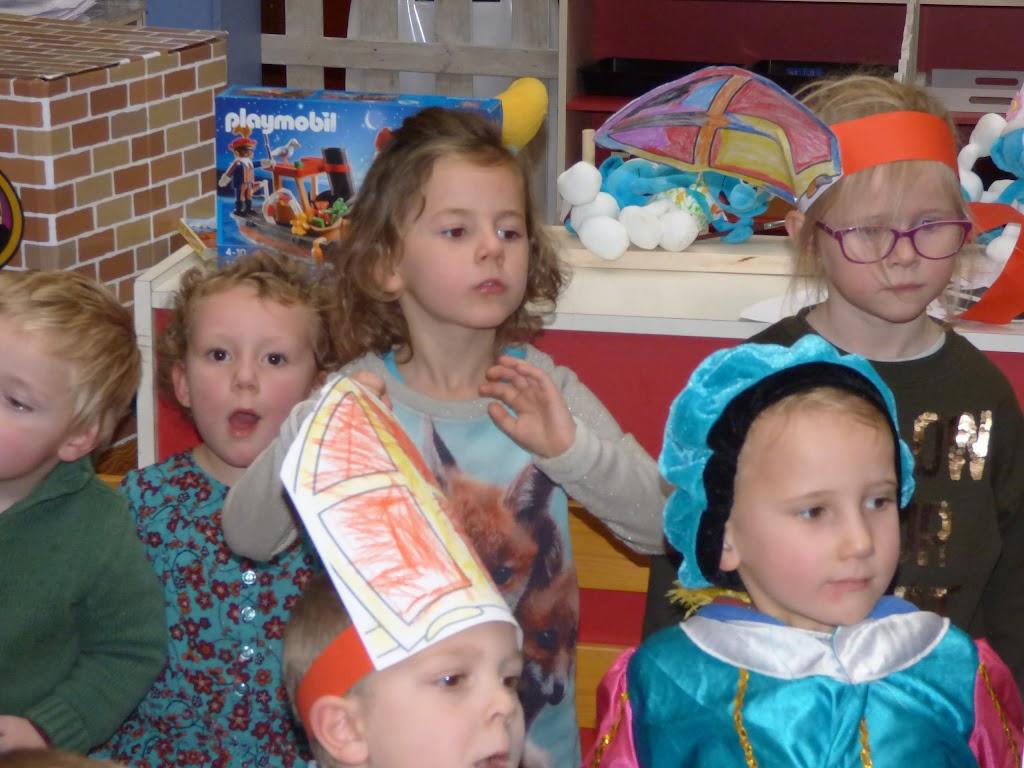 Sinterklaas op bezoek - P1060528.JPG