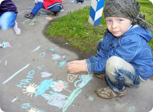Дети рисовали «Почтовую радугу»