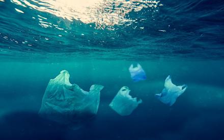 Θαλάσσια ρύπανση : 150.000 κιλά πλαστικού σε 21 λιμάνια της χώρας