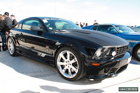 2010 Ford Mustang with carbon hood