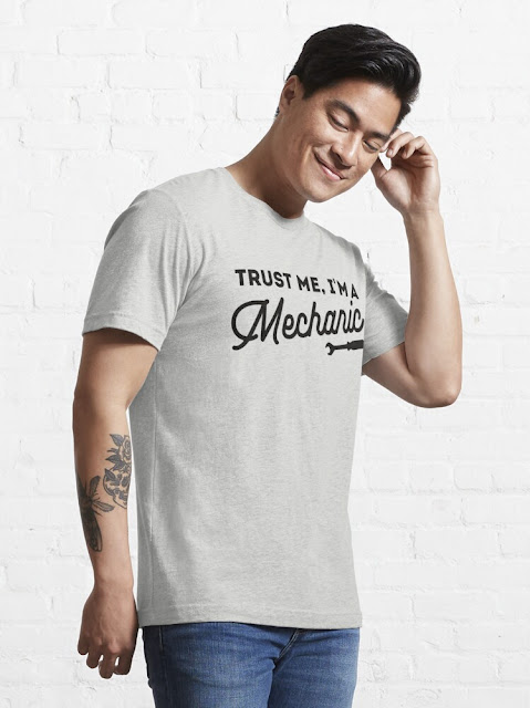Trust me, I'm a mechanic with vintage style t-shirt