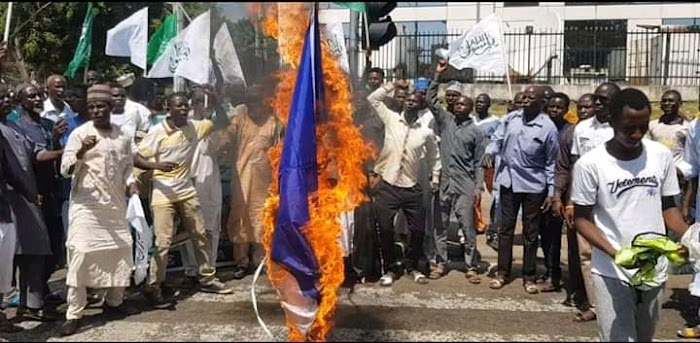 Breaking: Tension everywhere as Shiites members hits the street of Abuja, set France flag ablaze
