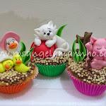 cupcake_animais_sobre_krispies.jpg
