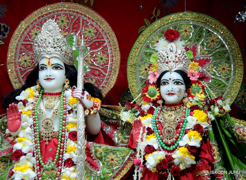 ISKCON Juhu Sringar Deity Darshan on 3rd May 2016 (27)