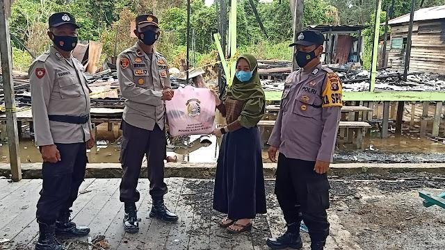Wujud Empati, Ipda Mulianto Berikan Bansos Bagi Korban Kebakaran