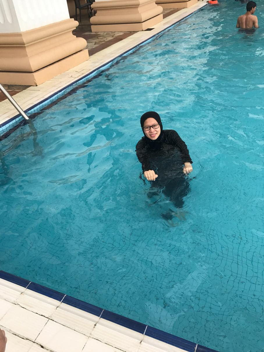 mak buyong berenang