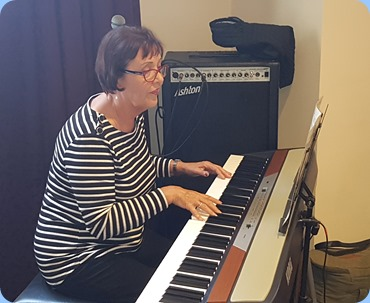 Mary Elvin playing the Korg SP-250 digital pinao. This was Mary's debut for the Club and what a great debut! Well done Mary.