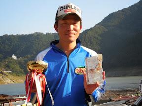 2013年神流湖チャプター ANGLER OF THE YEAR 間室 裕 選手