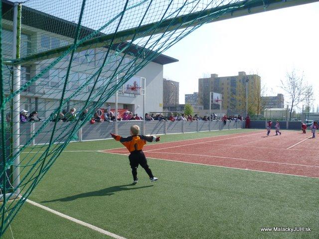 Veľkonočný medzinárodný ZLATÝ futbalový turnaj ČSFA (17.4.2011) - P1020054.JPG