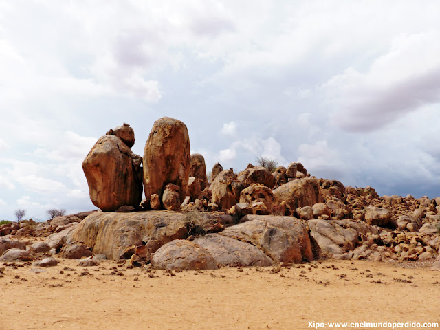 rocas-twyfelfontain-namibia.JPG