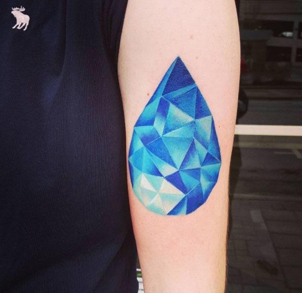 Esta gema azul