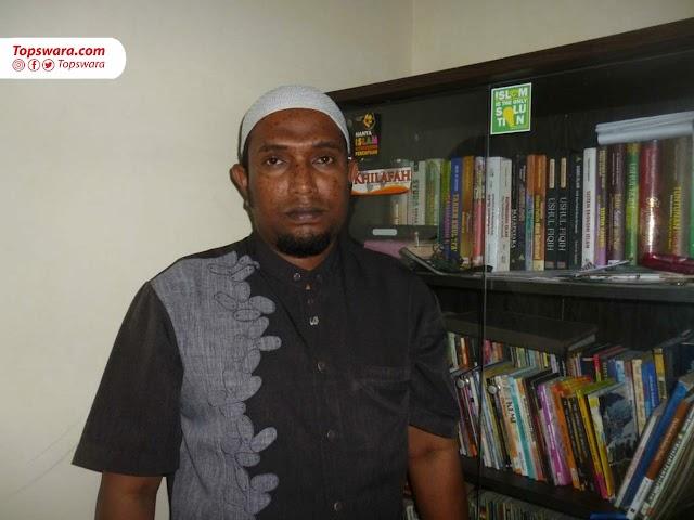 """Sembilan Tahun Mencari Tuhan (Dewa """"Muhammad Shiddiq"""" Rajen, Pedagang Busana Muslim)"""