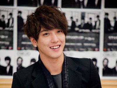 Foto Yonghwa Leader CN Blue