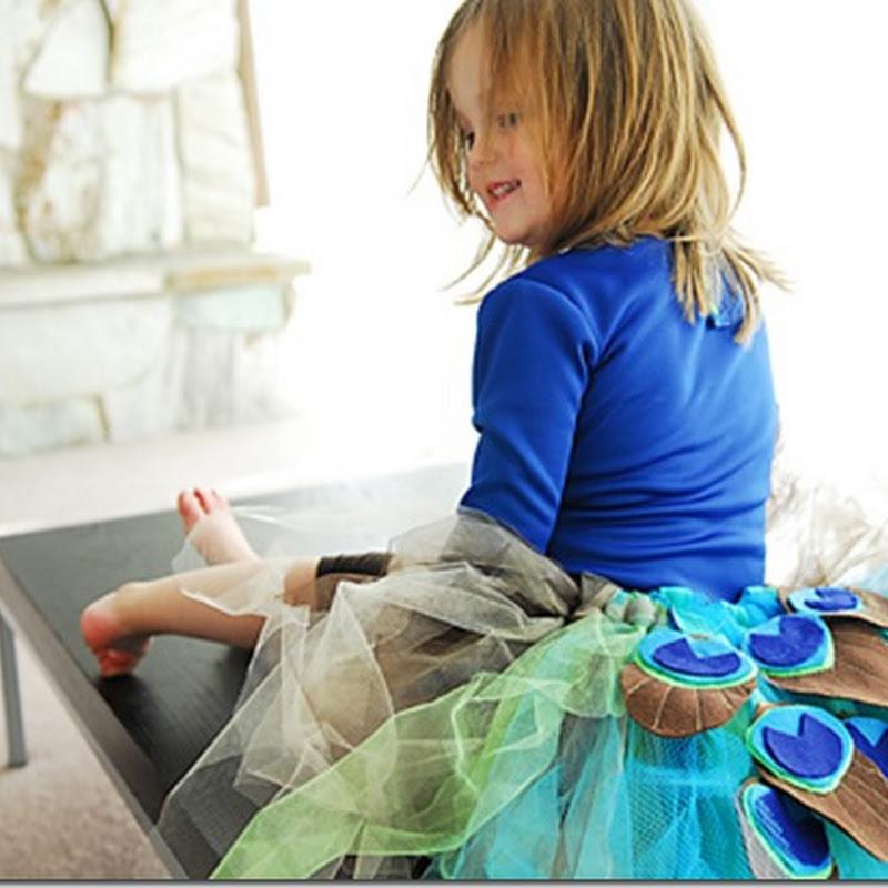 Disfraz casero de pavo real hecho con tul