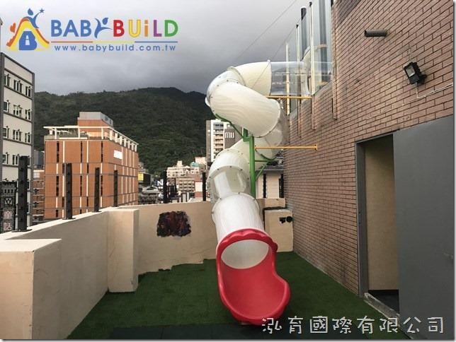 礁溪若輕溫泉飯店_高空透明滑梯