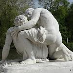 """Parc :  sculpture """"La Charité fraternelle"""", Julien-Edouard Conny, marbre blanc, 1865"""