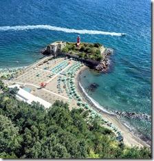 Spiaggia Castello di Baia