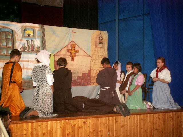 17.11.2013 Divadelní ztvárnění života SV. FRANTIŠKA Z ASSISI - PICT0090.JPG
