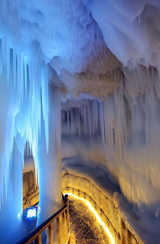 Gua Es Yang Tidak Pernah Mencair, Bahkan Di Musim Panas