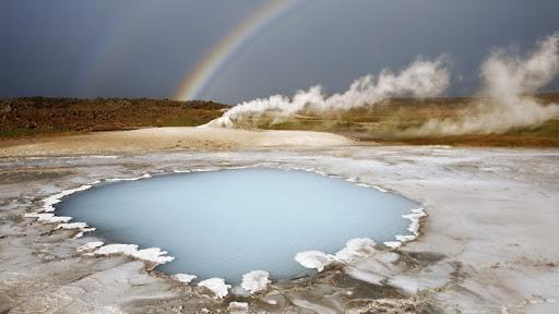 Rainbow Over Oeskjuholt, Hveravellir, Iceland.jpg