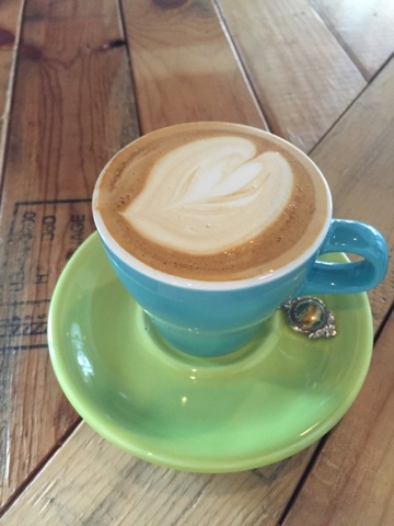 It's hard to find a good coffee in Okinawa, but the latte at Good Day Coffee is delicious
