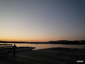 2009/12/2の夕景です、満月を照らし出した夕陽はその名残を残して落ちていきました。