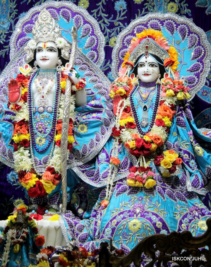 ISKCON Juhu Sringar Deity Darshan 17 Aug 2016 (17)