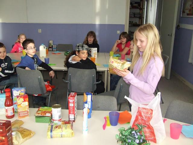 Sobere maaltijd voor de kinderen van de kinderkerkclub. - DSCF5788.JPG