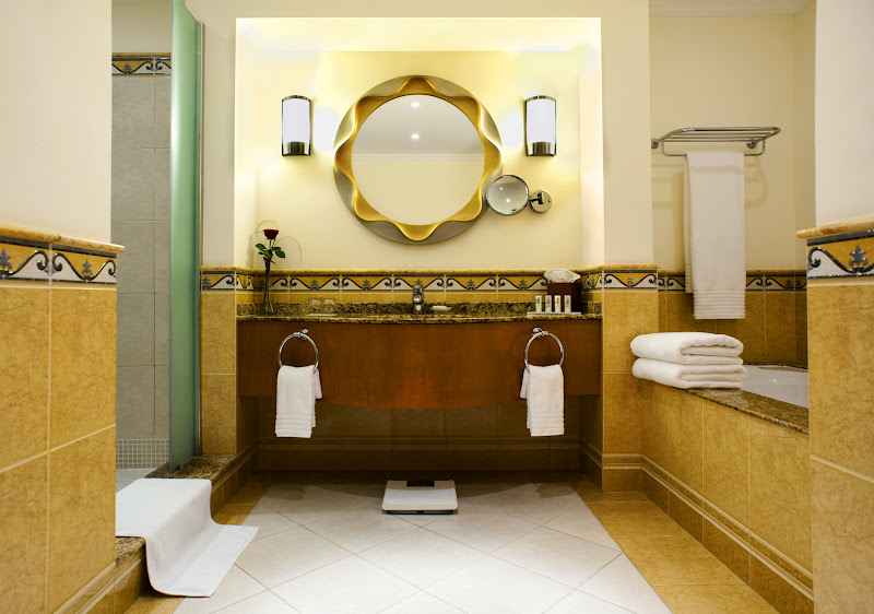 Le Meridien Al Aqah Resort bathroom