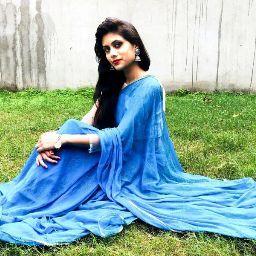 user Ayushi Gupta apkdeer profile image