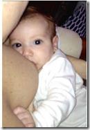 Miralba Ruiz amamantando su bebe
