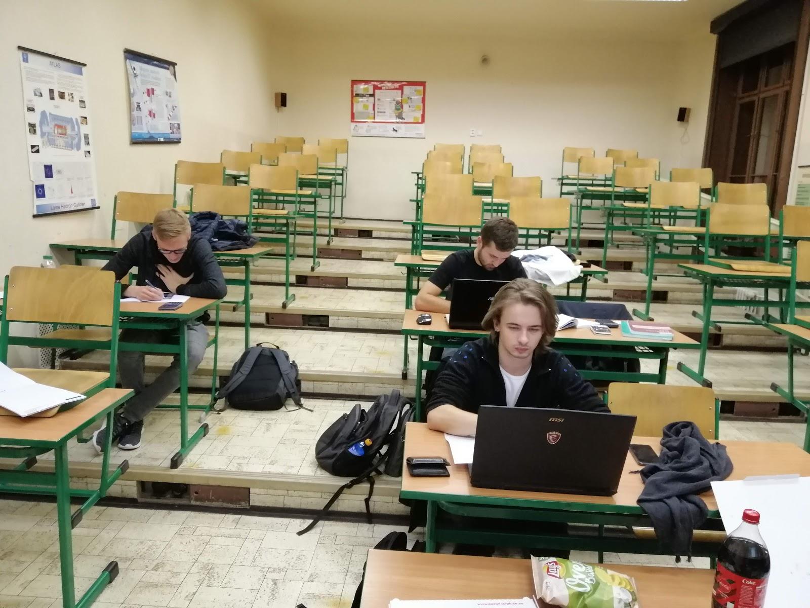 online gymnázium latino datování bílé dívky