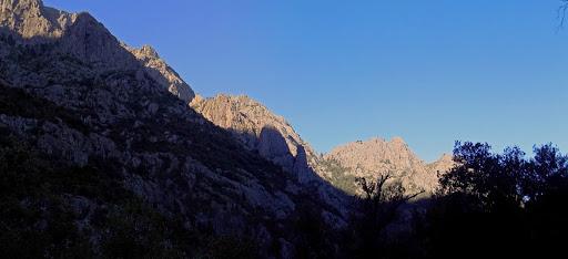 La Cavichja vers l'aval avec le versant Scaffone à gauche et Bocca Laggera et Rustali au fond