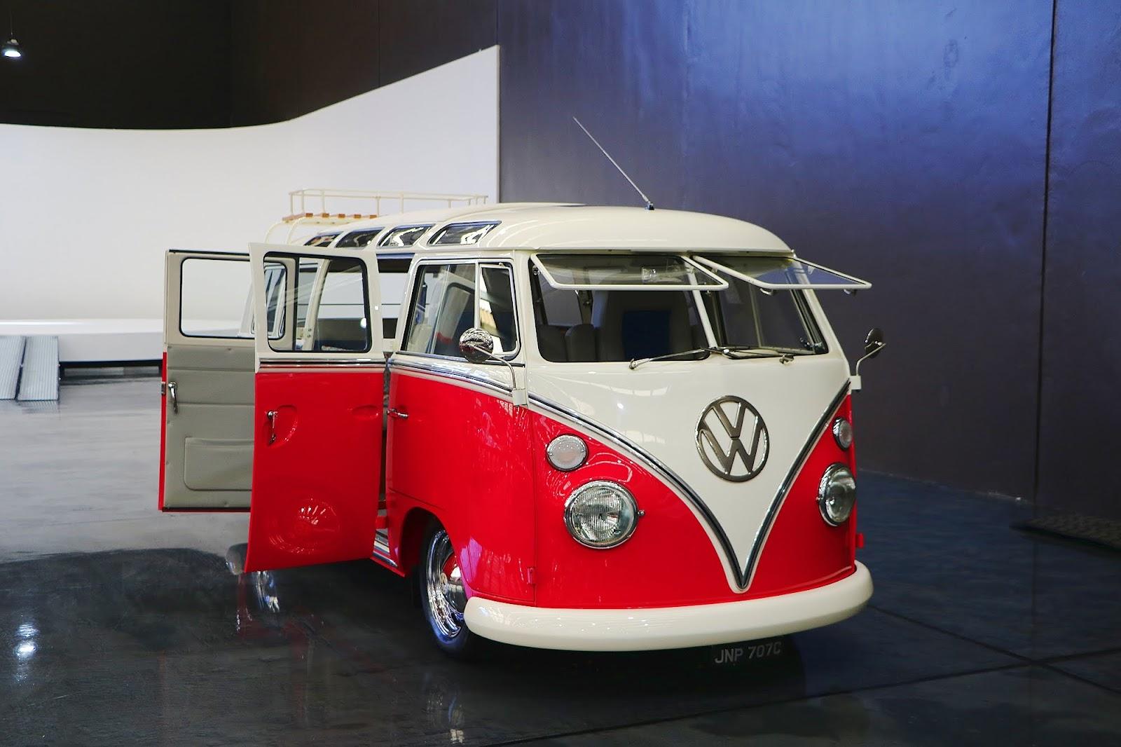 1965 Volkswagen Kombi Samba (10).jpg