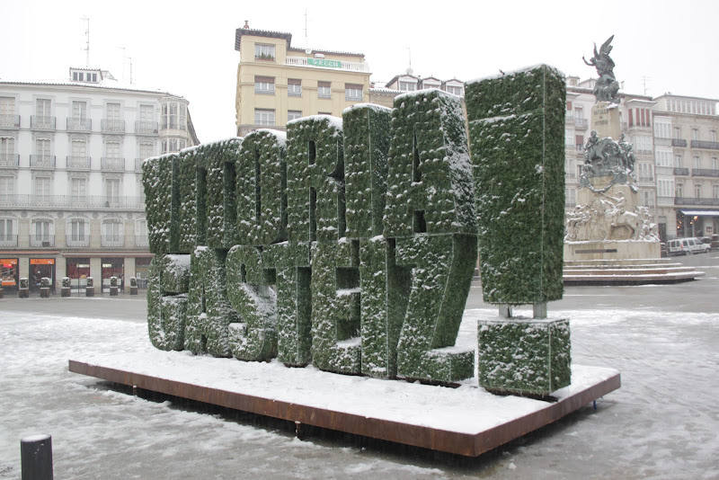 Escultura vegetal nevada en Vitoria-Gasteiz