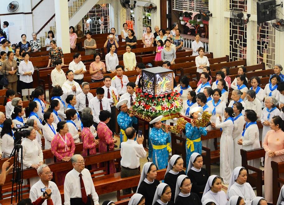 Ảnh-Rước kiệu trọng thể Thánh Cốt và tôn vinh Các Thánh Tử Đạo Việt Nam