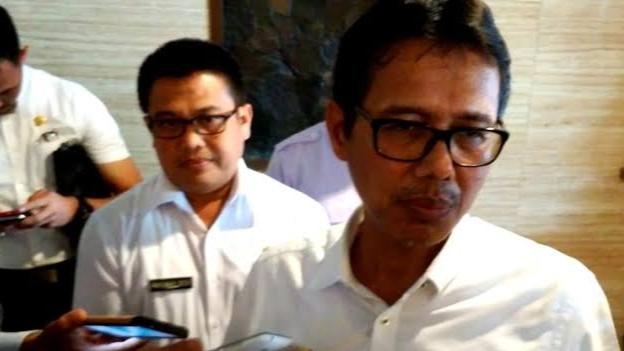 Foto: Irwan Prayitno dan Maswar Dedi. Bagun Stadion Olahraga di Solsel, PT Supreme Energi Muaralaboh Layak Diapresiasi.